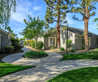 Laurelwood Gardens, Lakeview, CA