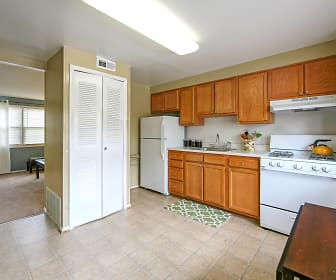 Highland Village Townhomes, Linthicum Heights, MD