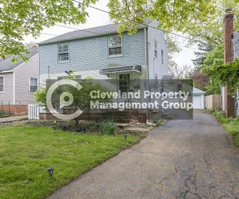 210 Columbus St, Maple Heights, OH