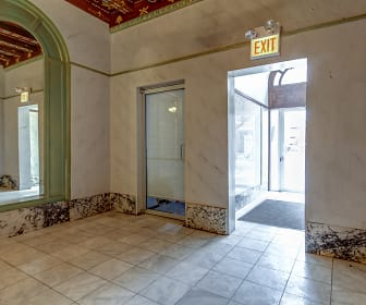 Foyer, Entryway, 6408 N Glenwood Ave