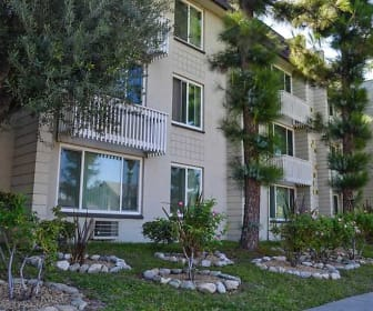 La Villa Lake - Senior Living 55+, Glendora, CA