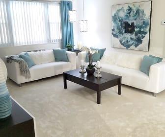 Sovereign & Saxony Apartments, Framingham, MA
