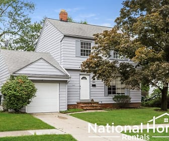 1368 Villa Dr, Willoughby Hills, OH