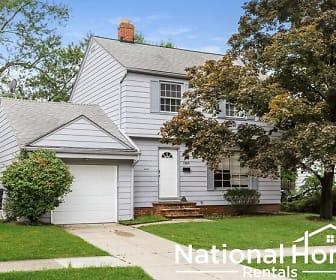 1368 Villa Dr, Eastlake, OH