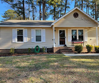 925 Winterberry Dr., Hope Mills, NC