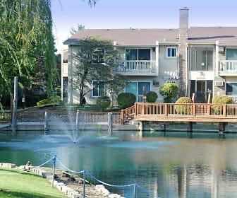 Natural Falls Resort Apartments, Woodridge, IL