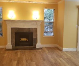 livingroom.jpg, 16008 NE40th Ct