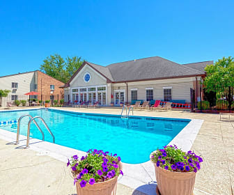 Pool, Hunter's Ridge Apartments