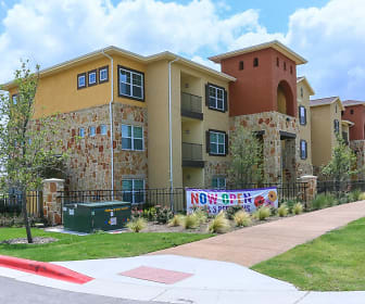 Fairway Landings at Plum Creek Apartment Homes, Mountain City, TX
