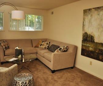 view of carpeted living room, Quail Run Of Columbus