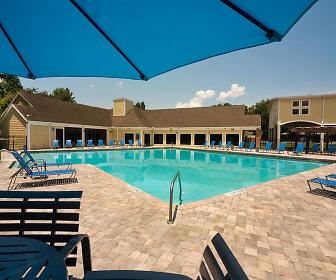Pool, The Crossing at Santa Fe - Per Bed Lease