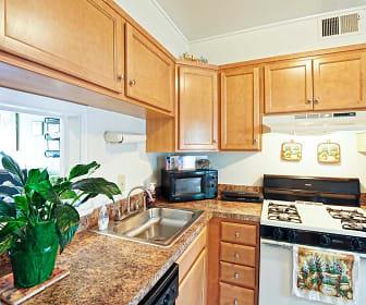 Kitchen, Williamsburg Park Apartments