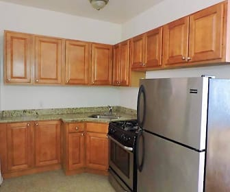 Kitchen, 5900 Kenmore Apartments