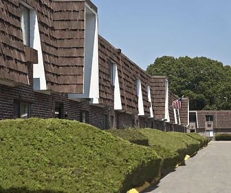 Sandy Lane Apartments, New England Institute of Technology, RI