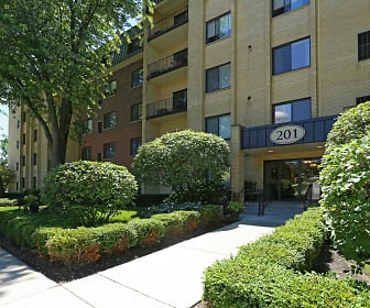 Cook Apartments at Libertyville, Green Oaks, IL