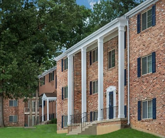 Building, Deerfield Run & Village Square North