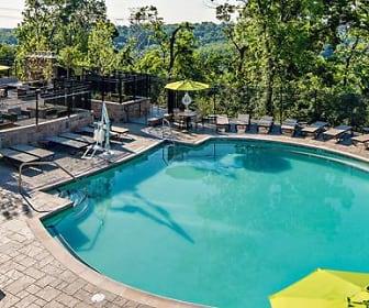 Pool, Avalon Green