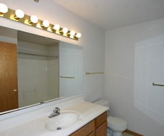 Bathroom, Maple Trails Apartments