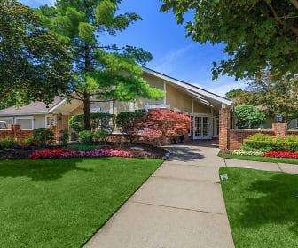 Chimney Hill Apartments, Orchard Lake, MI