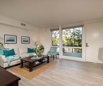 Creekside Apartments, Maric College  Vista, CA