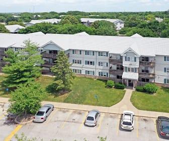 Sun Prairie Apartments, Sayre Montessori School, West Des Moines, IA