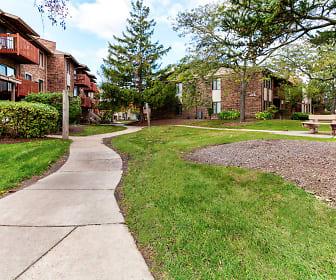 Courtyard, Arrowhead Apartments