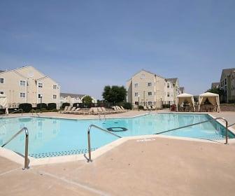 Pool, Commons on Oak Tree