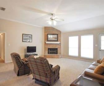 Living Room, 105 Bluebird