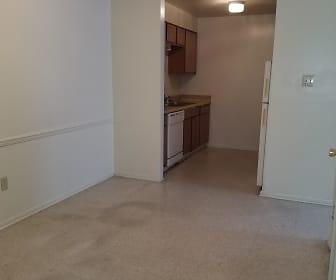Maison Deville Apartments, 70764, LA