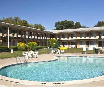 Rochester House Apartments, Oak Ridge Elementary School, Royal Oak, MI
