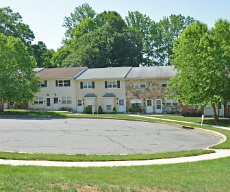 Rolling Glen Townhomes & Apartments, Pennell Elementary School, Aston, PA