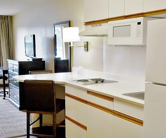 Kitchen, Furnished Studio - Kansas City - Overland Park - Nall Ave.