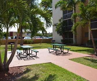 BBQ and Picnic Area, Westland 49 Apartments