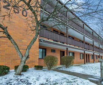 East Market & Tudor Apartments - Ellet Area, Ellet, OH