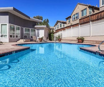 Pool, Grossmont Bluffs