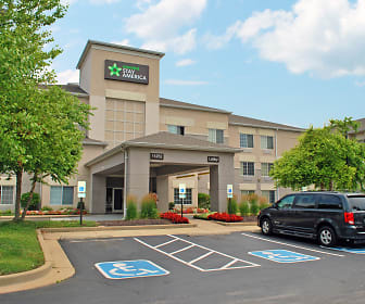 Furnished Studio - St. Louis - Airport - Central, Saint Ann, MO