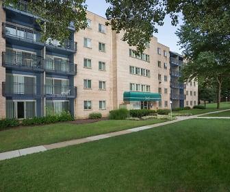 Building, Woodmont Park