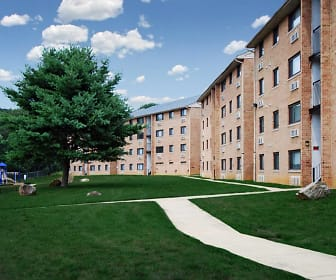 Courtyard, Summit Chase
