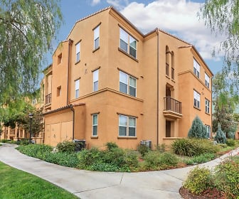 College Park Apartment Homes, San Antonio Heights, CA