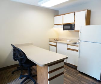 Kitchen, Furnished Studio - Kansas City - Airport - Tiffany Springs