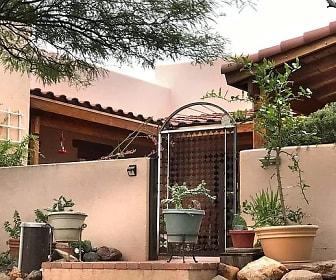 Front Gate.jpg, 180 Calle Mandarina