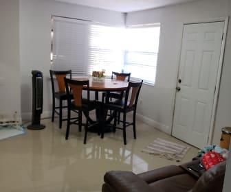 82 E 19th St, Pinewood, FL