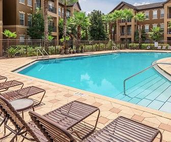 Pool, Village Oaks
