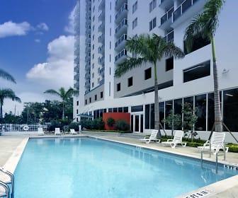 Pool, Oak Plaza