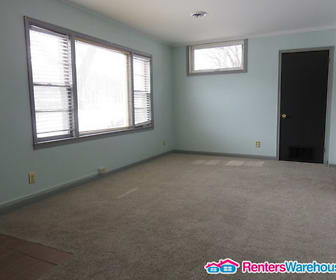 2305 26th St, Hoover High School, Des Moines, IA