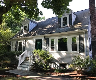 8 Grant Pl, West Concord, MA