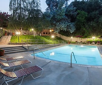 Pool, The Glens Apartments