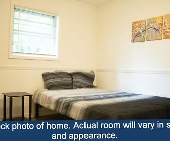 Room for Rent -  a 15 minute walk to bus 181, College Park, GA
