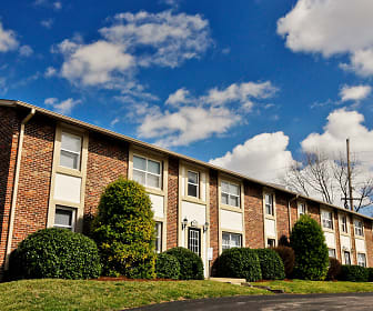River Chase Apartments in Florissant, MO, River Chase
