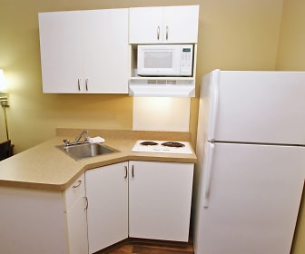 Kitchen, Furnished Studio - Pensacola - University Mall